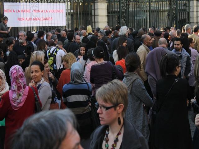 200 personnes ont rendu hommage aux victimes de Mohamed Merah samedi soir