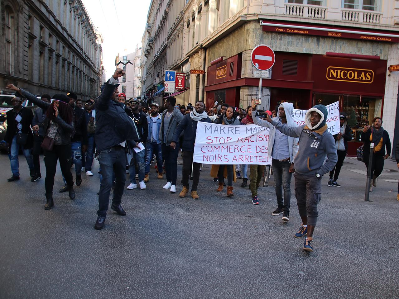 Les manifestants ont ensuite décidé de défiler dans les rues de Lyon - LyonMag