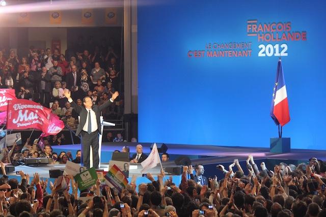 """12 000 spectateurs pour Hollande à Lyon: """"Je mesure votre impatience"""""""