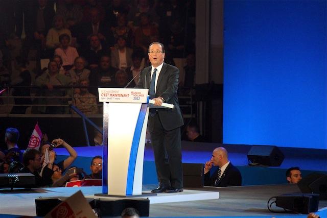"""Hollande à Lyon : """"Rester au-dessus de la mêlée"""" ou ne pas se mouiller ?"""
