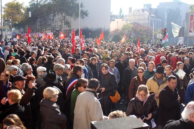 Syndicats du public et du privé main dans la main pour manifester