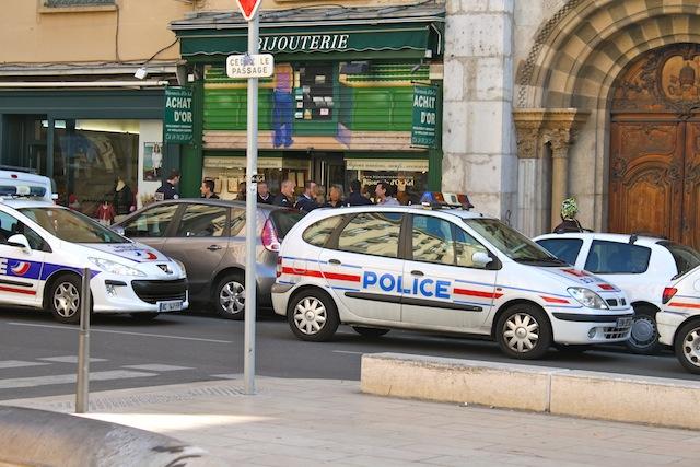 Lyon : Des braqueurs habillés en policiers s'attaquent à une bijouterie du centre-ville