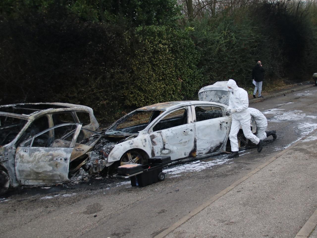 Les véhicules qui ont servi à bloquer le fourgon banalisé - LyonMag