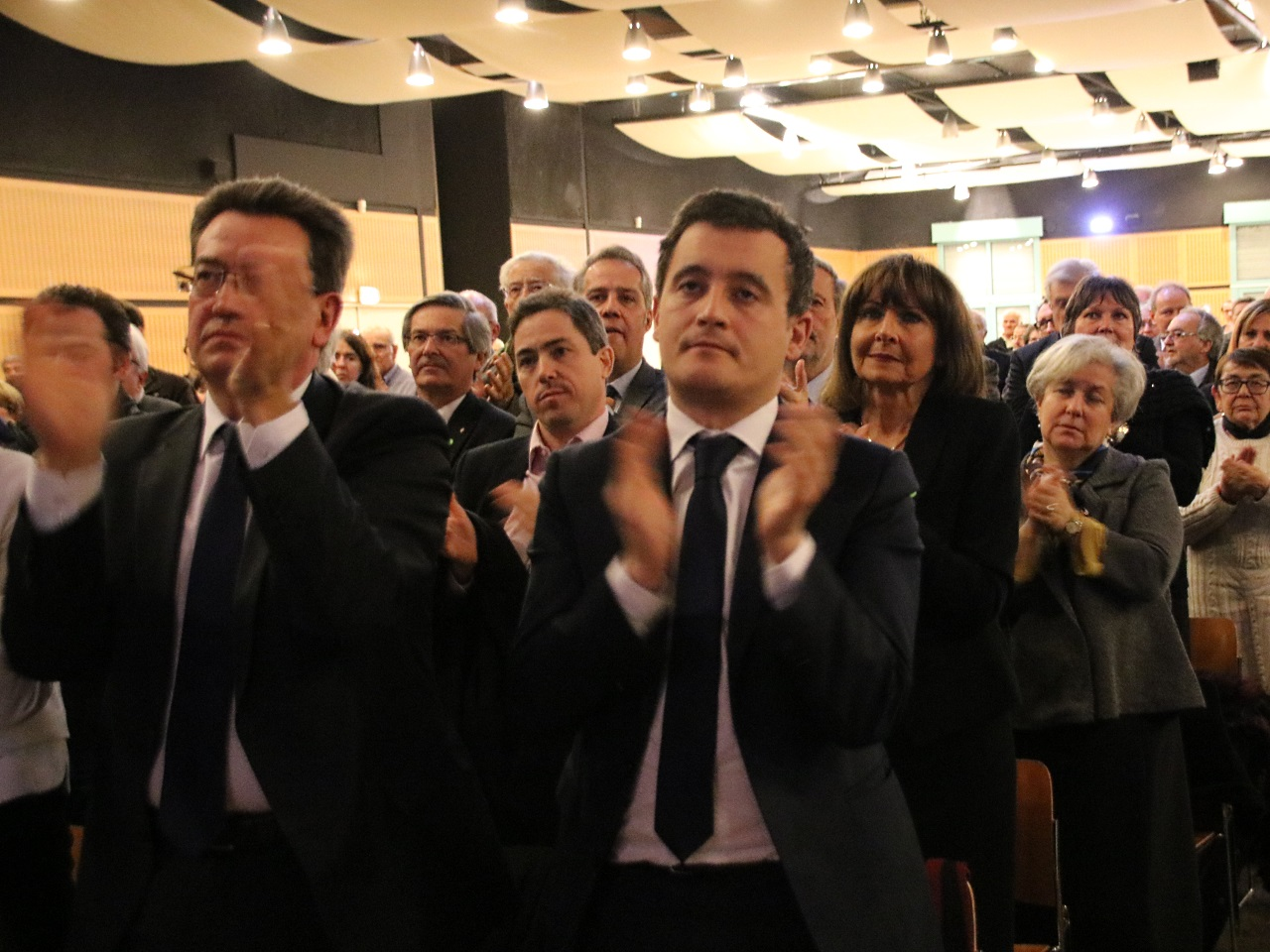 Philippe Cochet, Gérald Darmanin et la salle ont salué la mémoire d'Henry Chabert - LyonMag