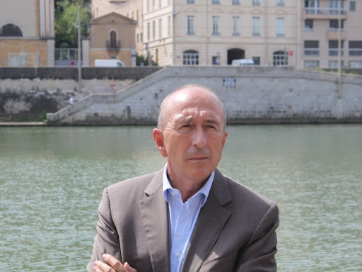 Act Up-Paris enlève Gérard Collomb de son mur des homophobes