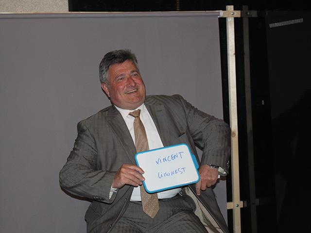 Les élus ont pris la pose avant la séance, séquence délire pour Max Vincent (Limonest) - LyonMag