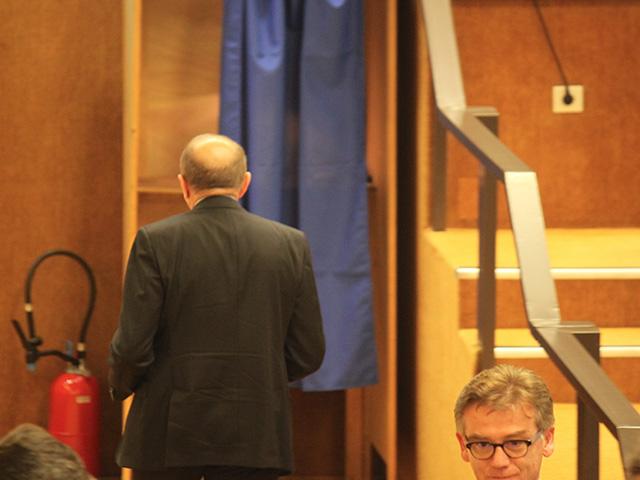 Gérard Collomb vote et passe par l'isoloir - LyonMag