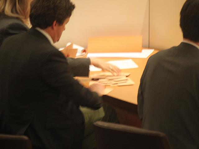 Le dépouillement avec ici le maire du 5e arrondissement de dos, Thomas Rudigoz - LyonMag