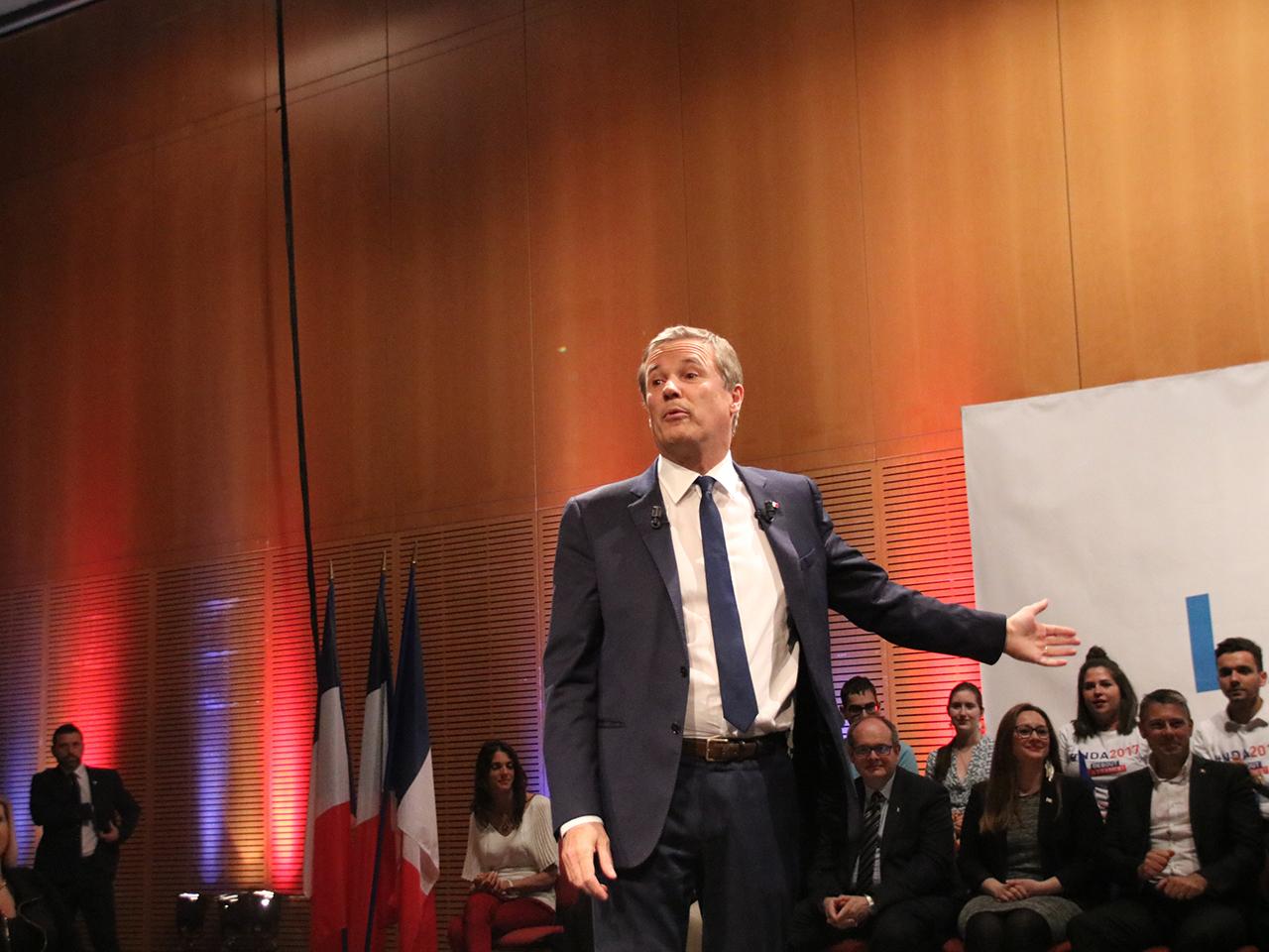 Nicolas Dupont-Aignan sur scène - LyonMag
