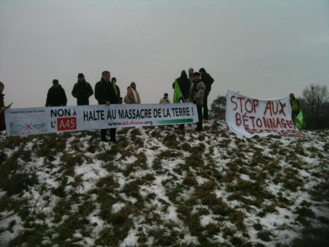Rhône : des opposants à l'A45 ont manifesté samedi matin