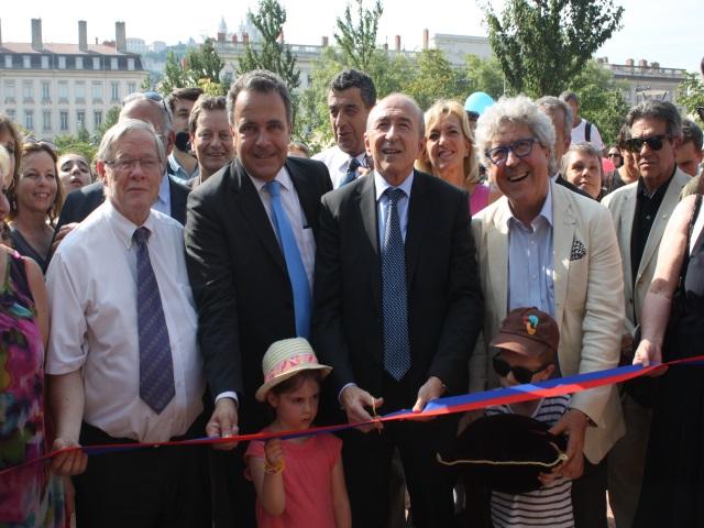 Rénovation de la place Bellecour : le gratin lyonnais inaugure les nouveaux aménagements