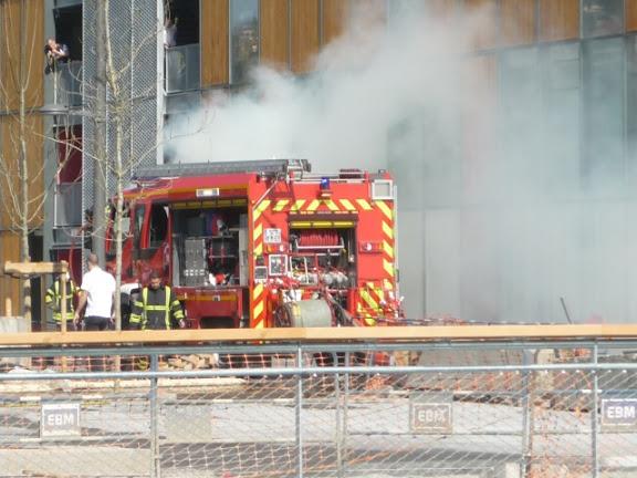 Une voiture en flamme mardi matin en plein centre de Lyon