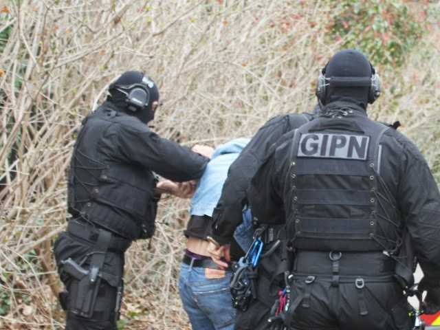 Il s'en prend aux policiers et profère des injures à caractère antisémite