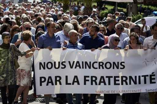 Saint-Etienne-du-Rouvray : 500 personnes réunies pour la marche de solidarité à Lyon