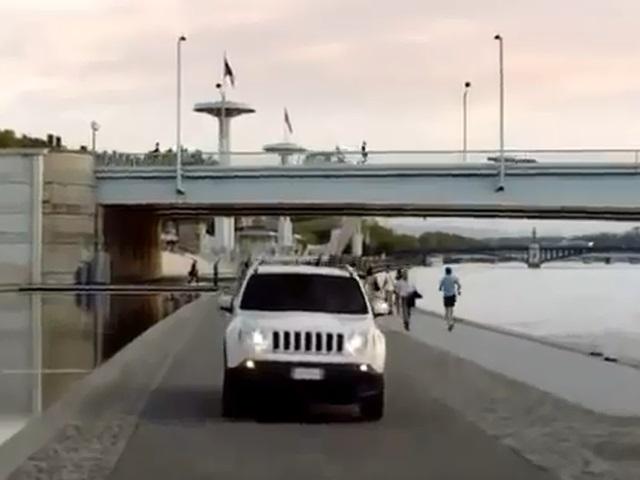Pub pour la Jeep Renegade tournée à Lyon : un collectif cycliste en colère