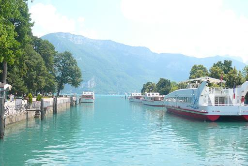 Un jeune homme originaire de la région lyonnaise a disparu dans le lac d'Annecy