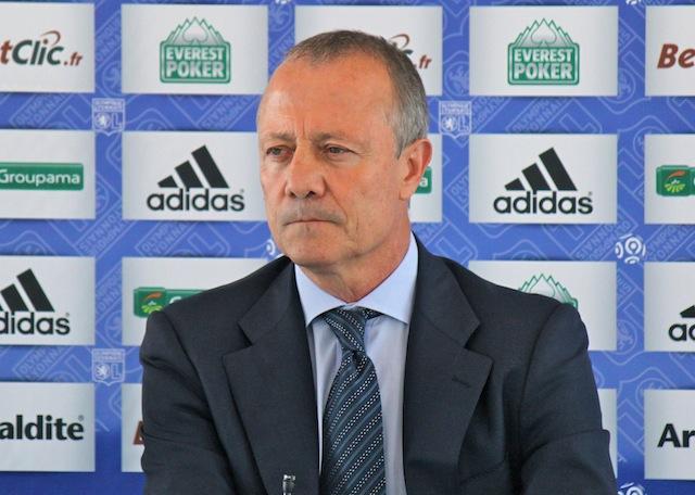 OL : Bernard Lacombe secoue ses joueurs après l'Hapoël