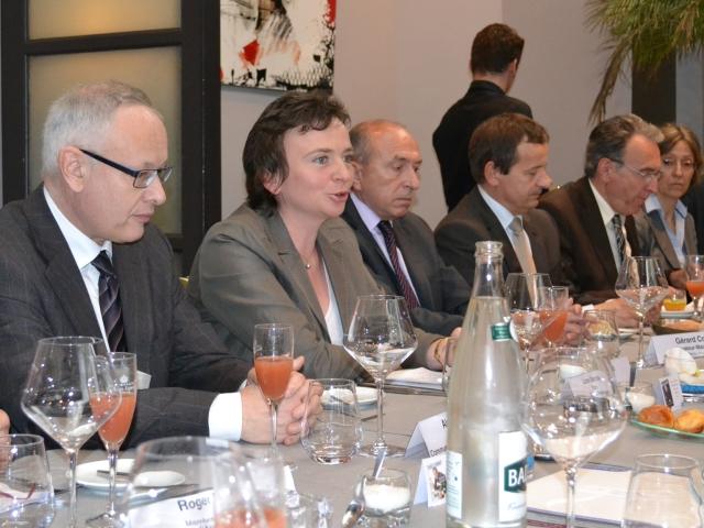 Une réunion entre les maires de la ligne TGV Paris-Clermont-Lyon