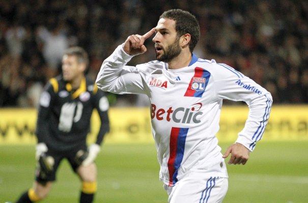 L'OL en tête de la Ligue 1 après sa victoire contre Reims (3-0) - VIDEO
