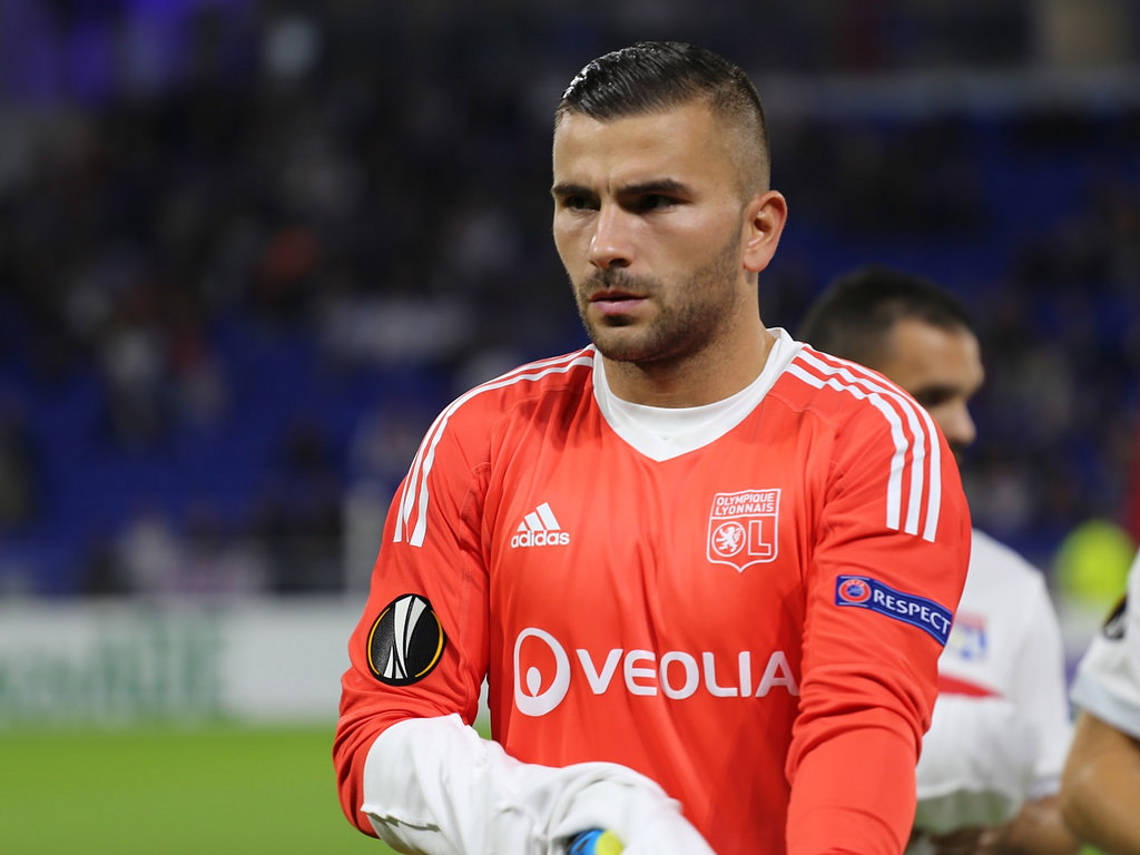 Anthony Lopes, l'OM réclame deux ans de suspension — OL