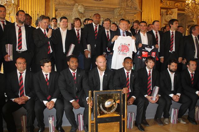 Le LOU Rugby fête sa montée en Top 14 à l'Hôtel de Ville