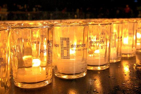 Fête des Lumières 2011 : les lumignons du coeur ont rapporté plus de 40 000 euros à l'UNICEF