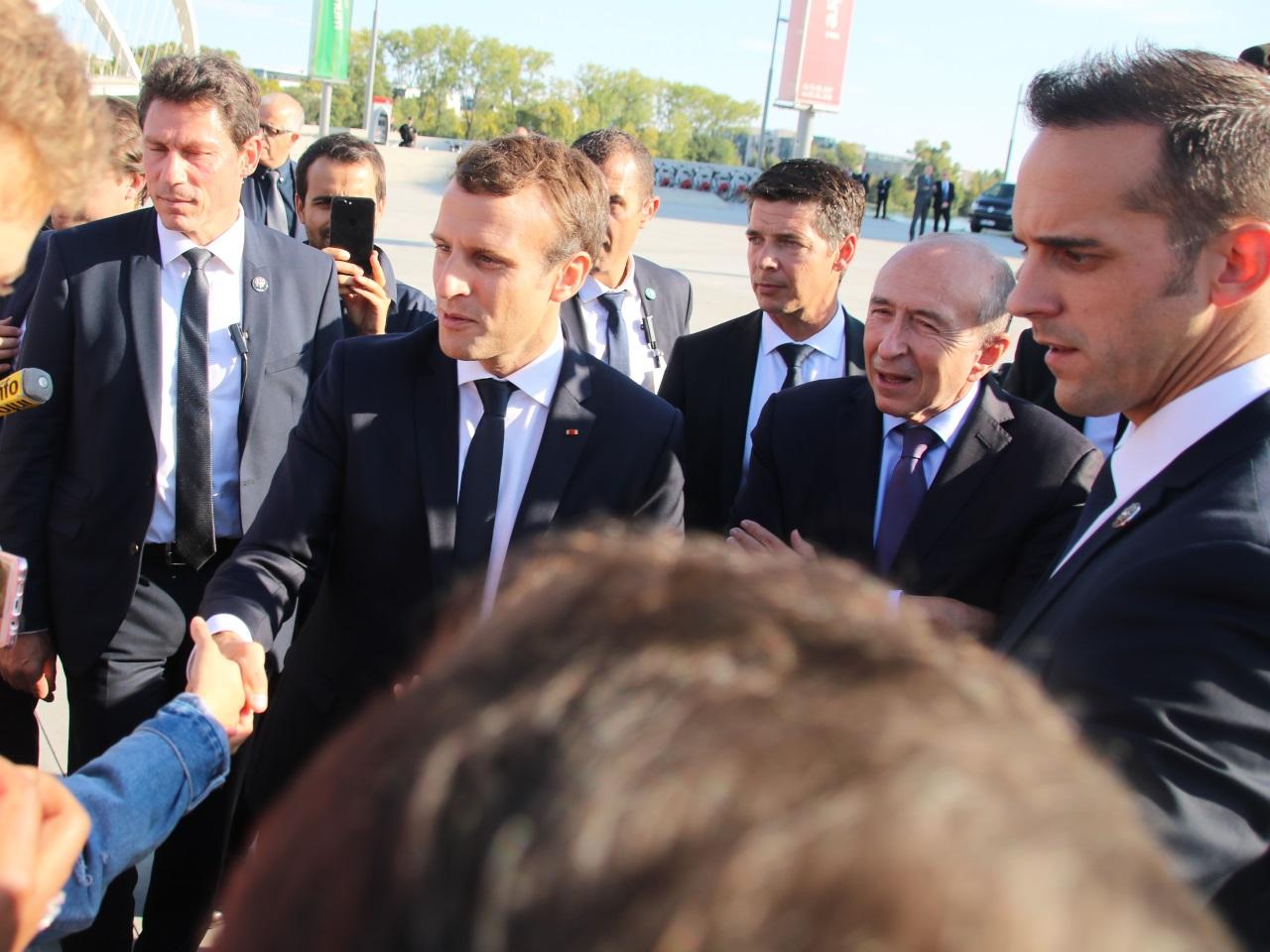 Emmanuel Macron devant le Musée des Confluences - LyonMag