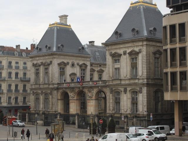 Earth Hour : Lyon se mobilise en éteignant la façade de l'Hôtel de Ville