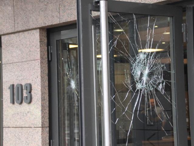 Les vitres de l'Espace Tête d'Or vandalisées - LyonMag