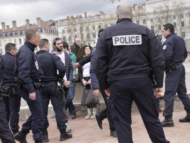 Lyon : des interpellations lors d'un flashmob non autorisé