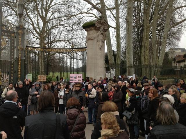 Eléphants de Lyon : une centaine de personnes devant le parc de la Tête d'Or