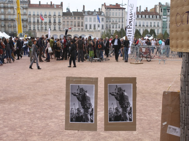 """Lyon : rassemblement contre """"la garde à vue en plein air de Bellecour"""""""
