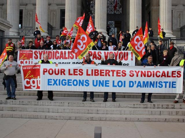 Lyon : 500 manifestants soutiennent deux syndicalistes de la CGT poursuivis en justice