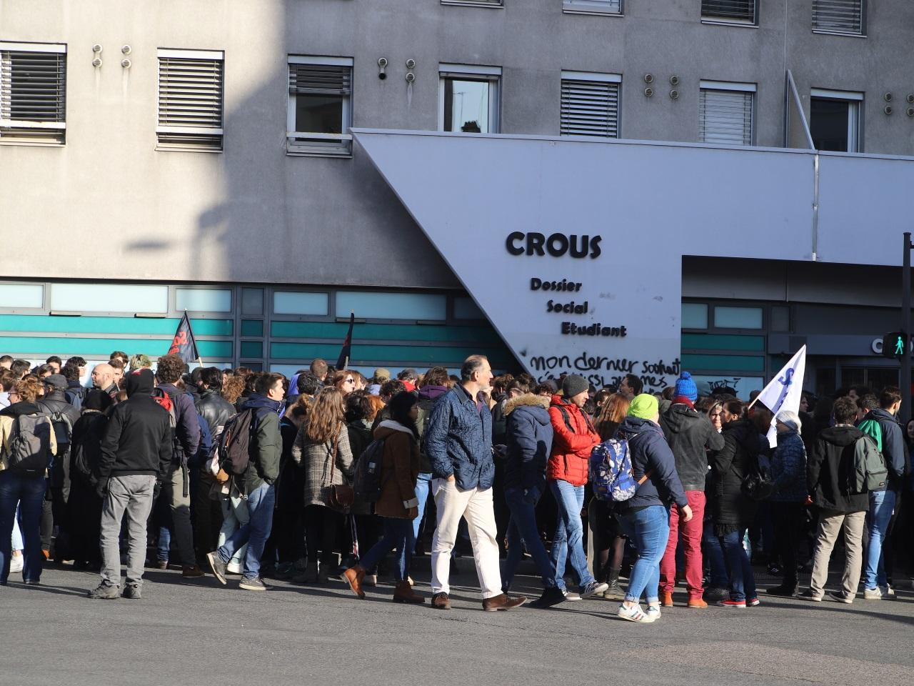 Kiosque : LyonMag, l'actualité lyonnaise (hebdomadaire) Manif-crous