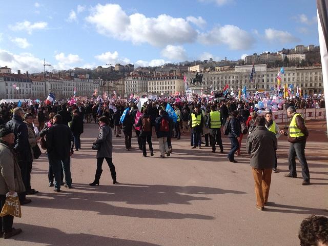 Les manifestants place Bellecour - LyonMag