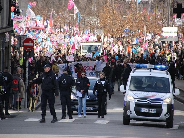 Manif pour Tous à Lyon : près de 25 000 participants dimanche après-midi