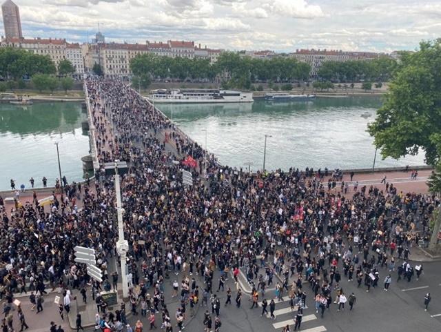 Racisme dans la police: plusieurs milliers de personnes manifestent à Lyon
