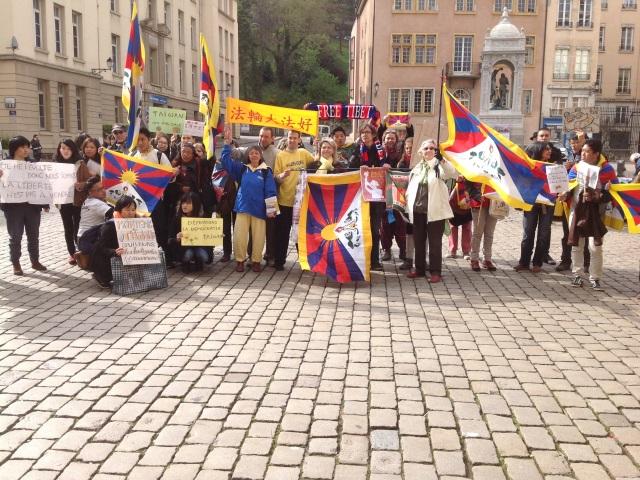Visite du président chinois à Lyon : 40 personnes manifestent contre les violations des droits humains