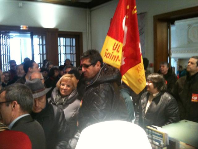 Veninov : les salariés envahissent la mairie de Feyzin