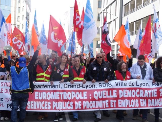 Grève à la Métropole de Lyon : un millier de personnes dans la rue