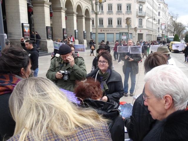 Fin de la trêve hivernale : une vingtaine de manifestants mobilisés place Louis-Pradel