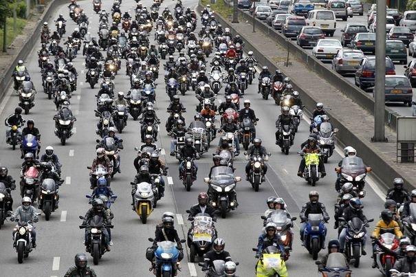 Une manifestation des motards en colère sur autoroute - Photo DR