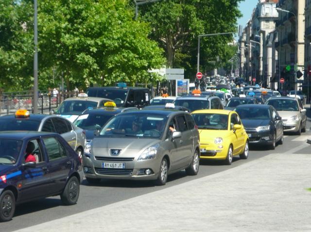 Mobilisation des taxis du Rhône contre Uber
