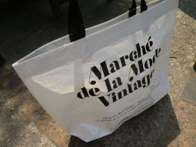 Lyon : le marché de la mode vintage fait le plein