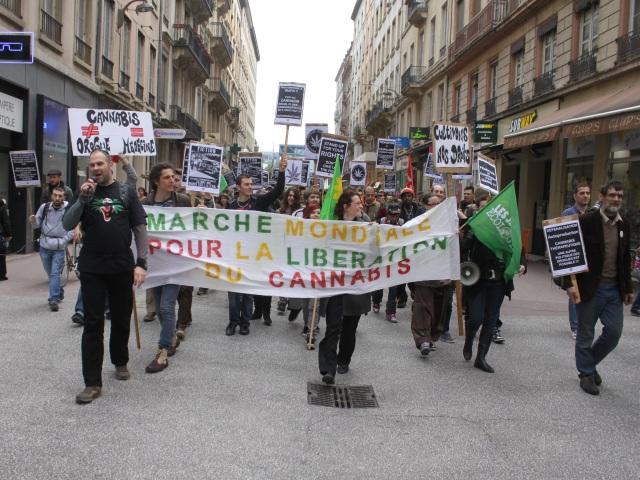 Lyon : près de soixante personnes à la Marche mondiale pour le cannabis