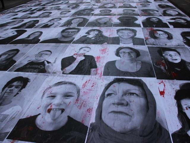 Marche des Beurs : l'oeuvre de Charlotte Le Bon saccagée rue de la Ré