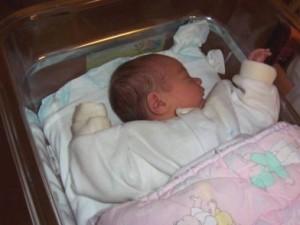 La nounou laisse deux bébés, seuls, à son domicile