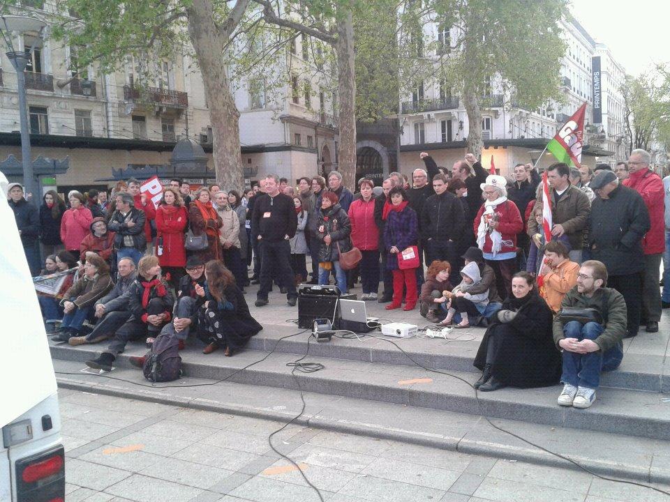 150 personnes assistent à Lyon au discours de Jean-Luc Mélenchon sur la rue de la République - Photo LyonMag