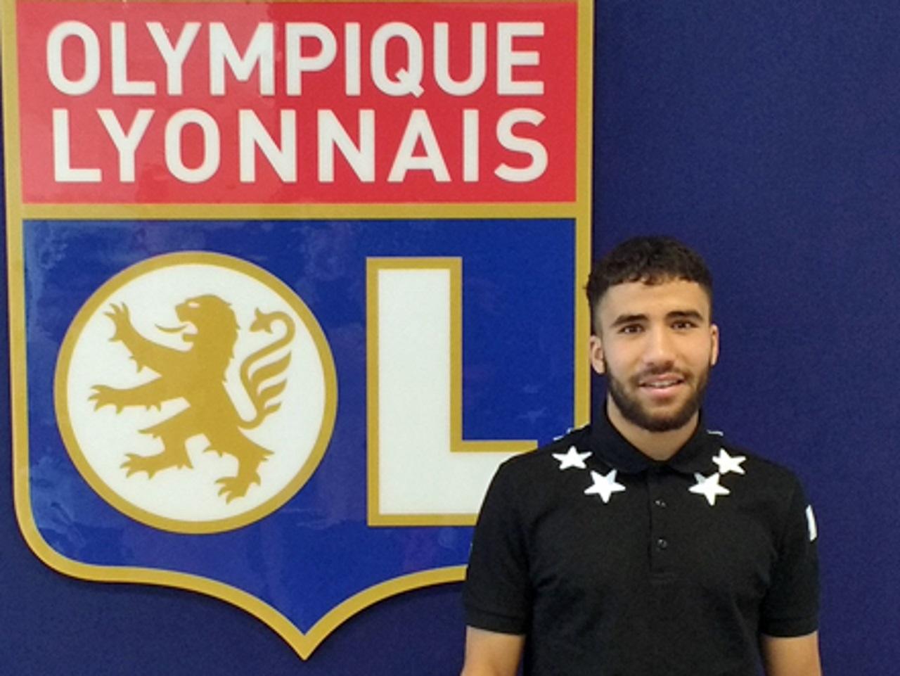 Yassin Fekir signe son premier contrat professionel à l'OL