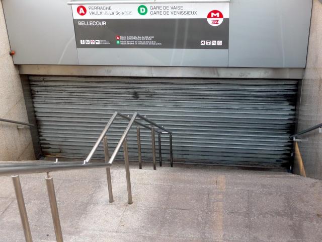 La ligne A du métro à l'arrêt à Lyon (MàJ)